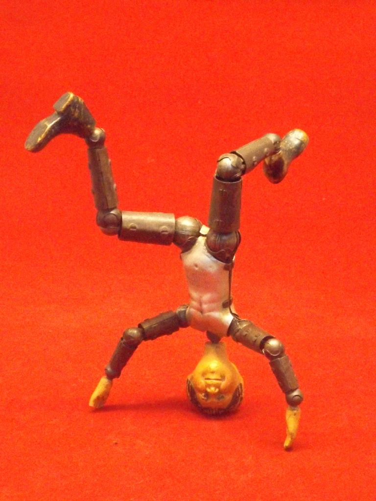 ID request on weird old action figure! DSCF5235_zpsfwbmdxy3