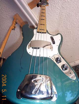 Baixos Fender no mínimo estranhos... Fenderbassv