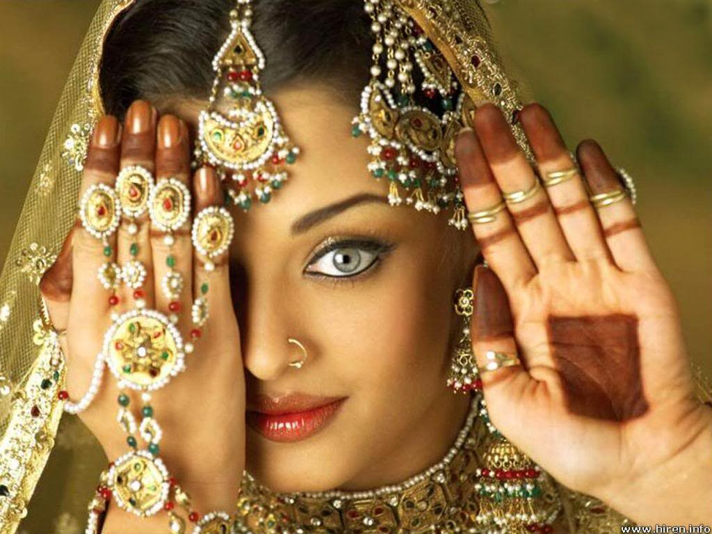 AISHWARYA RAI - Bollywood actress: into the hands of Miss World 1994! Aishwarya-rai