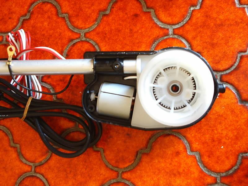 [ ANTENA ] Antena eléctrica de sustitución de marca Hirschmann PIC_0048-1