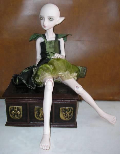 [Atelier des Fays] 5/10 : ensemble d'hiver pour Bella (tiny) Robe-verte-assise