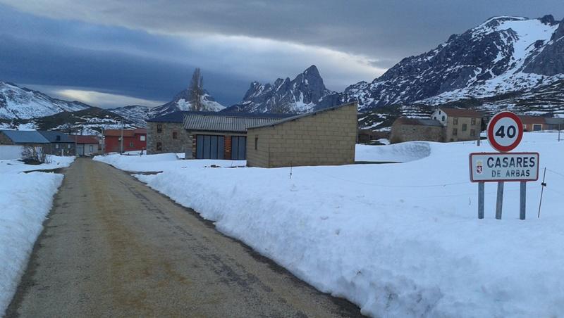 Seguimiento de nieve en pueblos/parajes de la CC - Página 7 20160402_195225_zpshowsdvzf