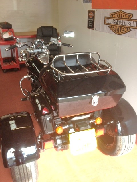 Top box & saddlebags just fitted .......... 2007 Suzuki M800 Trike Topbox1