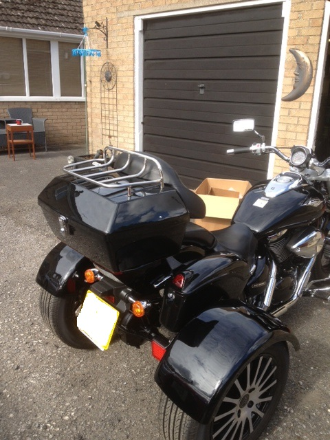 Top box & saddlebags just fitted .......... 2007 Suzuki M800 Trike Topbox2