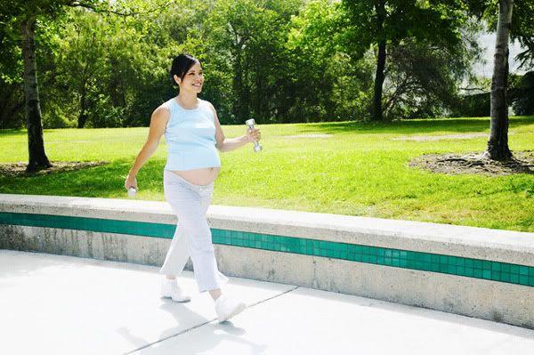 6 Ventajas al caminar durante el Embarazo Walking_01
