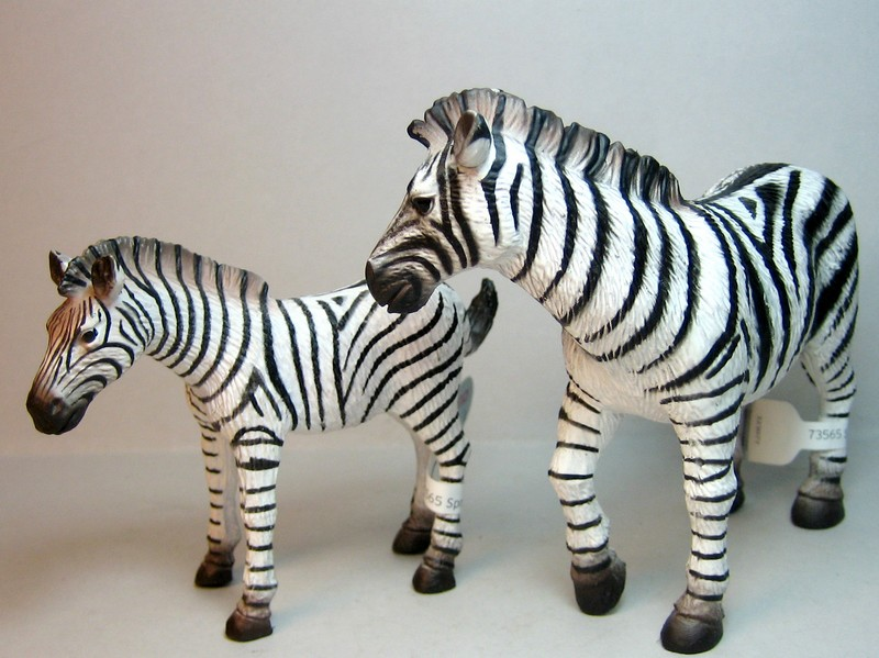 Some new Bullylands for 2013 :-) Zebras13_zpse494a3e9