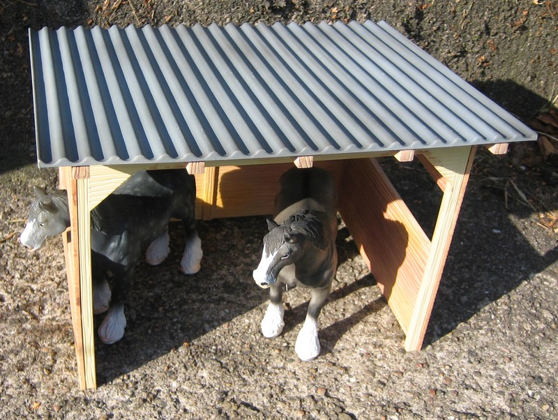 A RED, red deer, a little dog house, dire wolf, and a GREAT horse shed :-) Shelter4