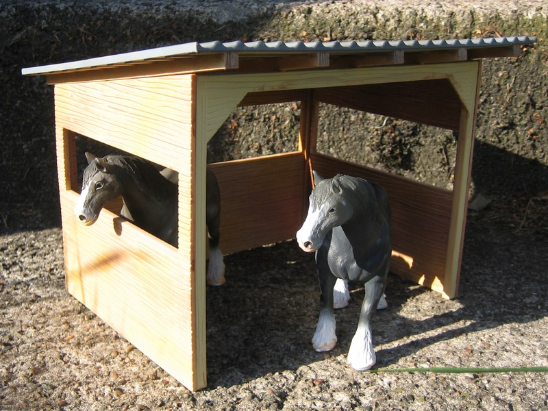 A RED, red deer, a little dog house, dire wolf, and a GREAT horse shed :-) Shelter5