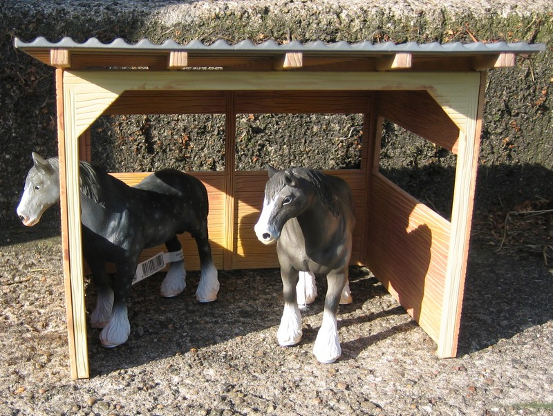 A RED, red deer, a little dog house, dire wolf, and a GREAT horse shed :-) Shelter6