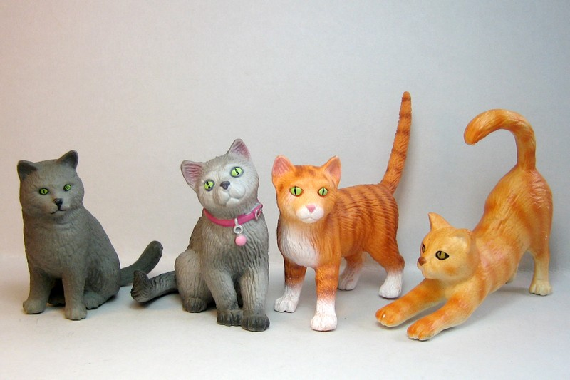 The new Bullyland cats, whales, some horses ...and a VERY unusual king ! Cats2012b