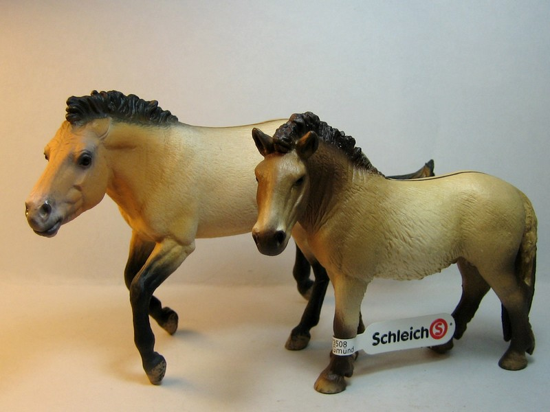 Some new Collecta horses released in February 2013 Compareprzew_zps4014c437