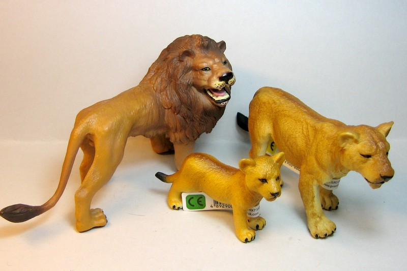 Susannes new collectas : Baby lion, dinoes, zebras, roan horses, plants,cocker.. Collectlionsfirst