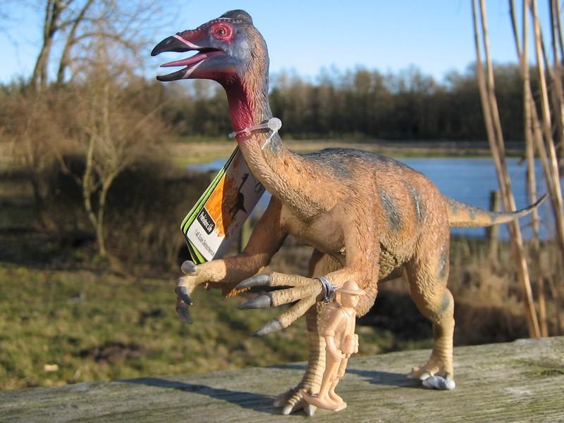 A dracosaurus, crocosaurus, mightysaurus and a palaeontologist :-) Deinocheirus_zpsde0d13b7