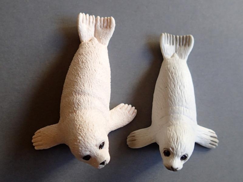 EIKOH walrus , - impressive detail in a small model ;-) EiikohSchlCubCompare_zpsrmvhq65z