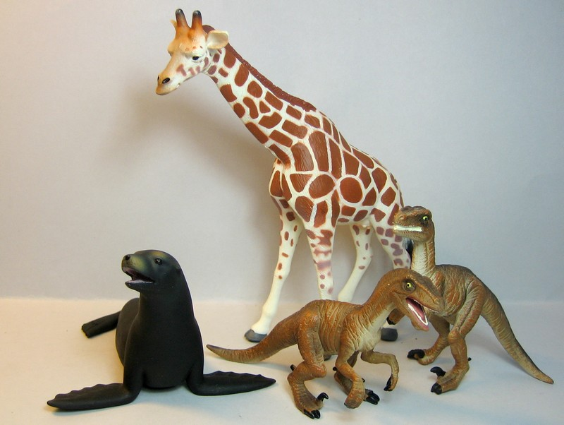 The sea lion, and new variants of the giraffe and the Velociraptors , - marvellous package from Croger :-))) Allmojosnov12