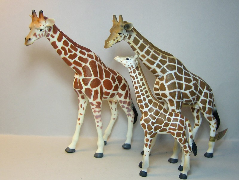 The sea lion, and new variants of the giraffe and the Velociraptors , - marvellous package from Croger :-))) Mojogiraffes3
