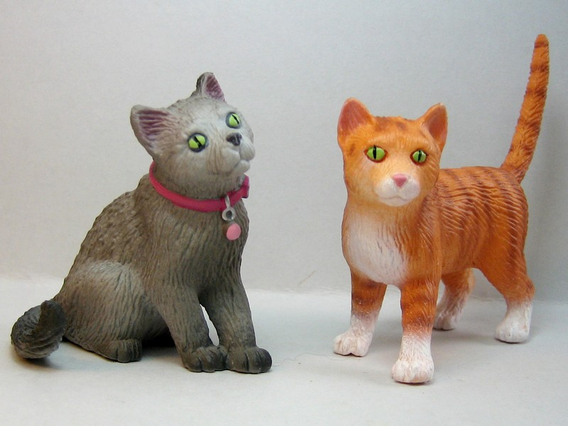 The new Bullyland cats, whales, some horses ...and a VERY unusual king ! Cats2012