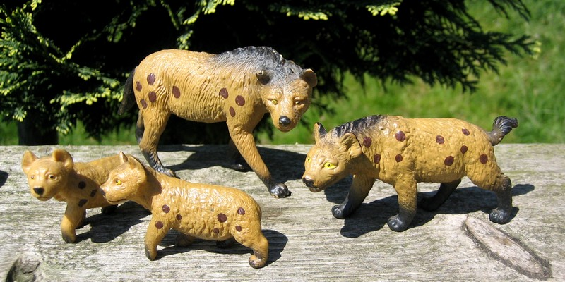 Hyenas from Bullyland :-) Hyenas3