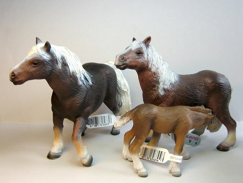 The new Bullyland cats, whales, some horses ...and a VERY unusual king ! Schwazwalders2011