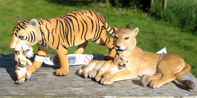 An octupus from Kristie, tiger and lioness with kittens, the new giraffes and Fridolin, the missing calf :-) Ztigerandlion