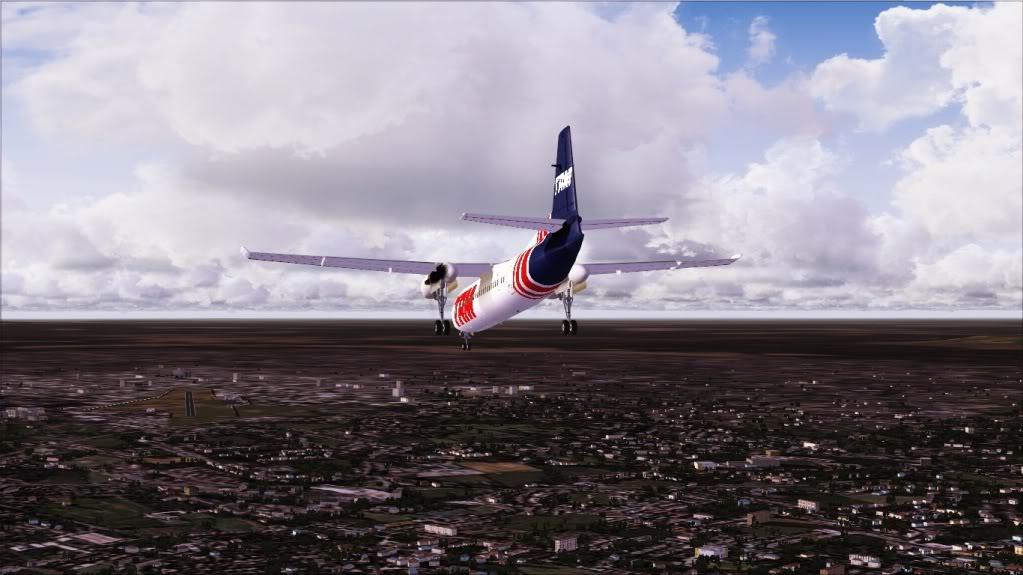 Fokker 50 TAM pousando em Bauru 2-4
