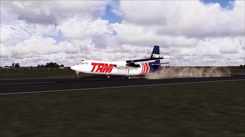 Fokker 50 TAM pousando em Bauru 3-4