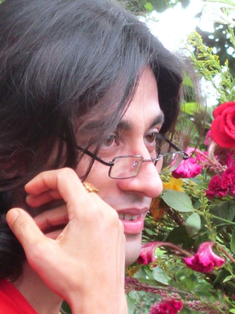 அழகிய மலர் காட்சிகள் (01) - Page 13 FlowersOfLove2011attractionofsmilingrosehdbengaliLeadmodelRajkumarPatra3