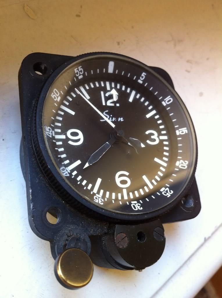 Ouvrir une montre de bord Sinn NaBo 10  et quelques observations 00447980