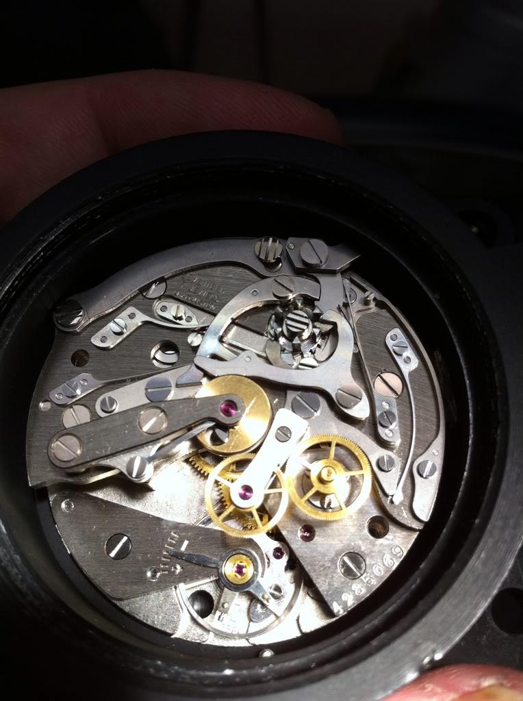 Ouvrir une montre de bord Sinn NaBo 10  et quelques observations 74ccdf2b
