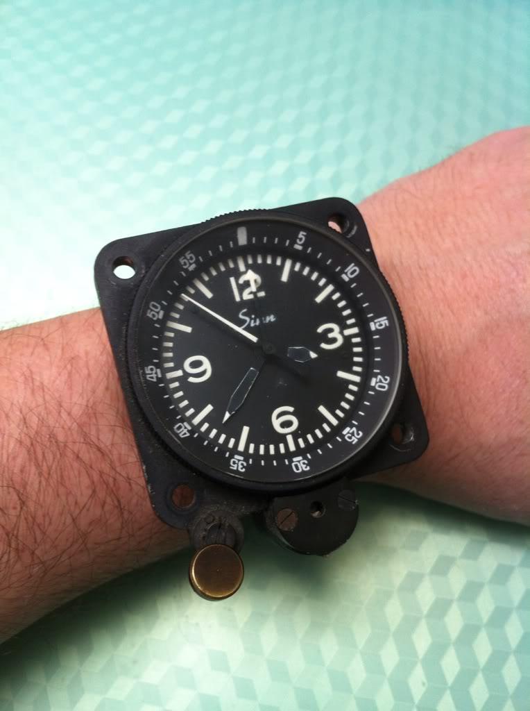 Ouvrir une montre de bord Sinn NaBo 10  et quelques observations 899bac88