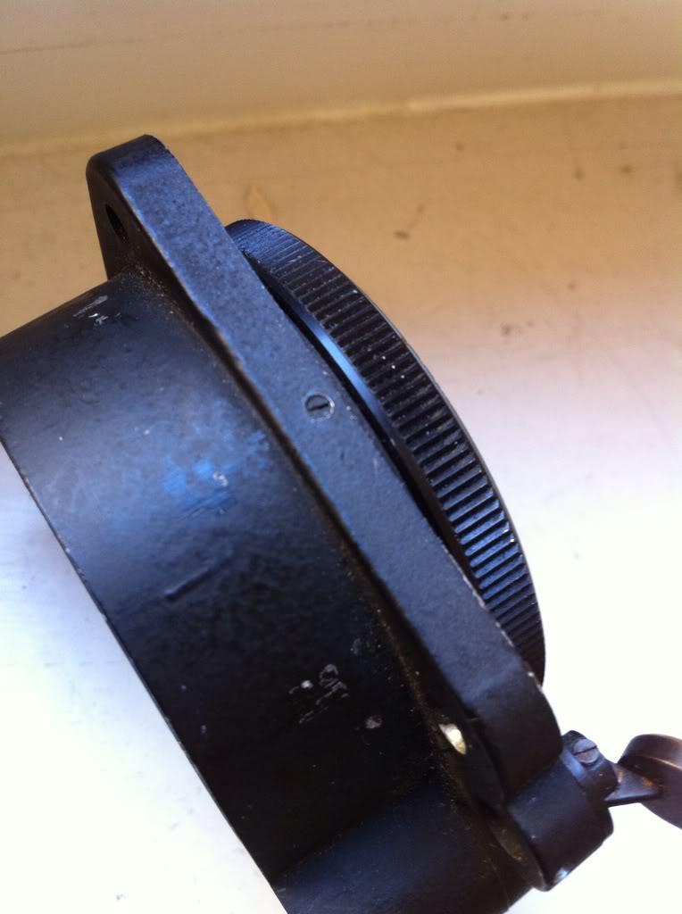 Ouvrir une montre de bord Sinn NaBo 10  et quelques observations 9863a093