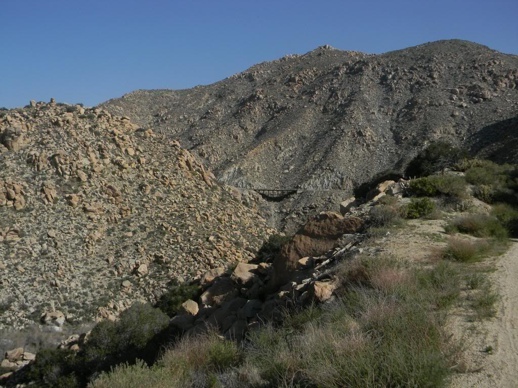 அழகு மலைகளின் காட்சிகள் சில.....02 - Page 40 DSCN5477_zps3620034e