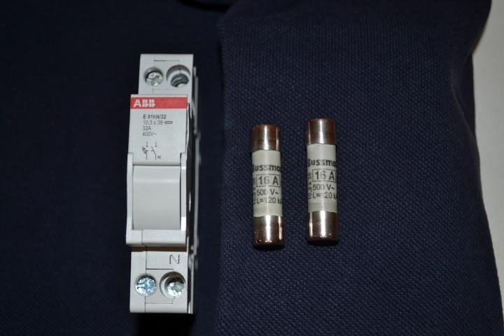 Fusíveis do quadro eléctrico - Página 4 DSC_0526Small_zps9ca1b594