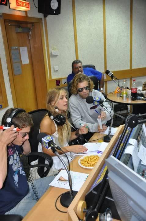 Рочи,Гастон и Нико во израелска радио програма! 189629_207347215943590_100000049404271_816767_1969108_n