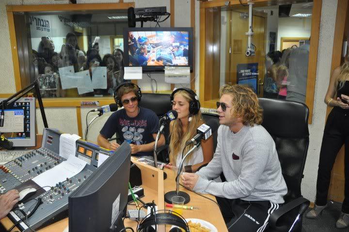 Рочи,Гастон и Нико во израелска радио програма! 190631_207348932610085_100000049404271_816783_2391828_n