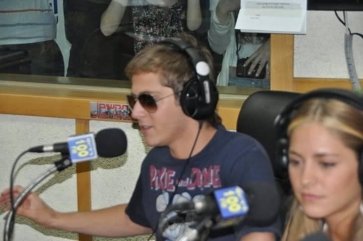 Рочи,Гастон и Нико во израелска радио програма! 199017_207349142610064_100000049404271_816790_7222787_n
