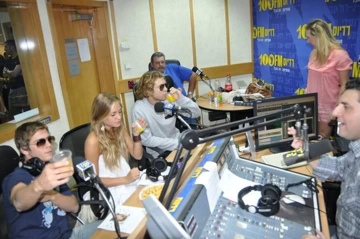 Рочи,Гастон и Нико во израелска радио програма! 200271_207346509276994_100000049404271_816762_594581_n