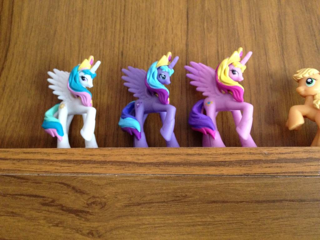 Three new ponies to my collection  8D1AD109-CD34-4B1D-B540-214EDFD83C83-1650-000001FEFA7C2770