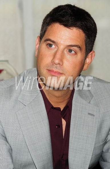 ALFOMBRA ROJA - Página 2 127789281-sebastien-izambard-of-il-divo-poses-at-the-wireimage