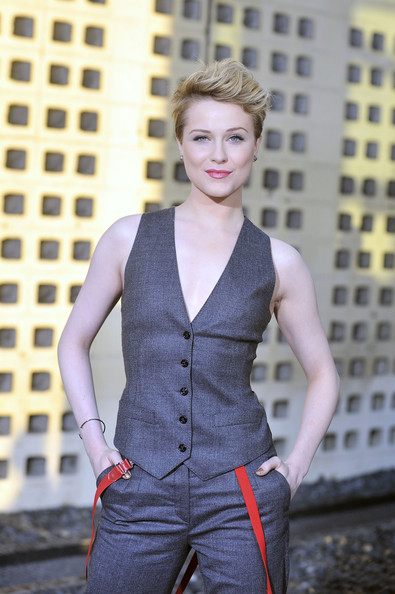 LFM2. CAPITULO 1 Evan-Rachel-Wood-DG-Dress-Look-01