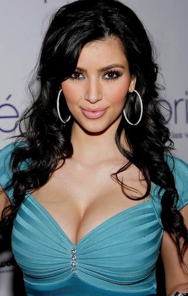 LFM2. CAPITULO 7 Kim_Kardashian_Blue_Dress_zps8e79599b
