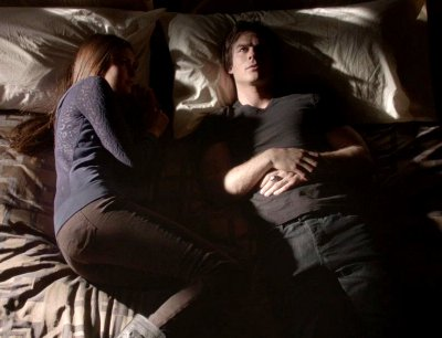 LFM2 CAPITULO 13 Damon-and-elena-in-bed2_zps5cbc4003