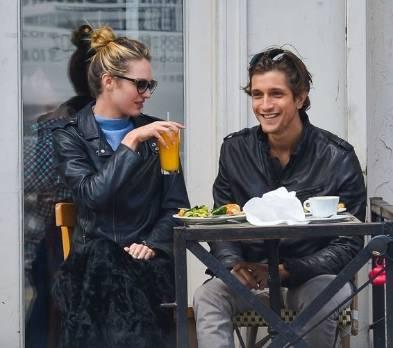 ¿Qué Hay De Mí? Capítulo 34 Candice-Swanepoel-avec-son-boyfriend-Hermann-Nicoli-a-New-York-le-16-avril-2013_portrait_w674_zps3d90fbfb