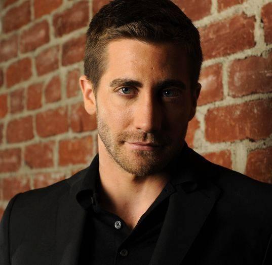 ¿Que Hay De Mi? Capitulo 2 Jake-Gyllenhaal-Photoshoot-2010-jake-gyllenhaal-12747733-537-522