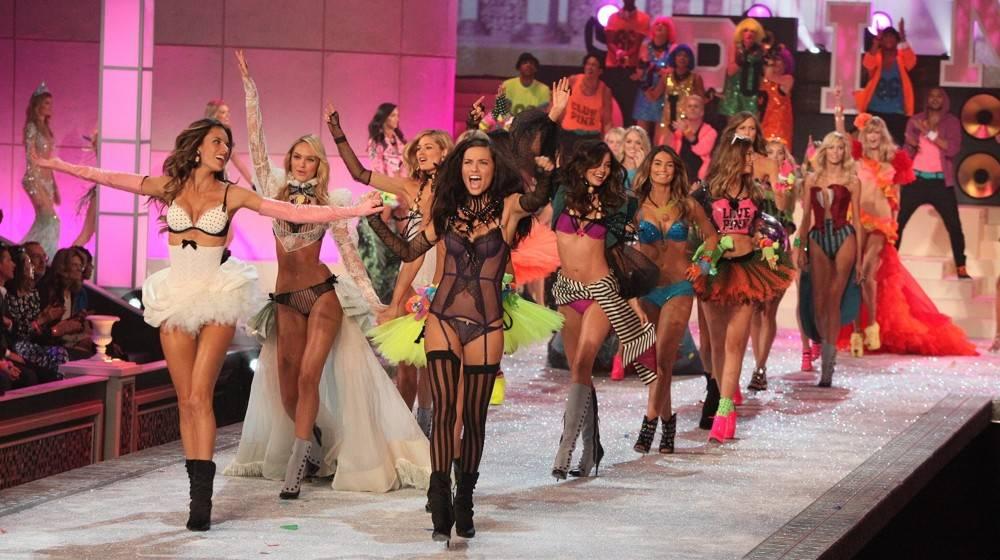 ¿Que Hay De Mi? Capitulo 17  Ambrosio-lima-2011-victoria-s-secret-fashion-show-02