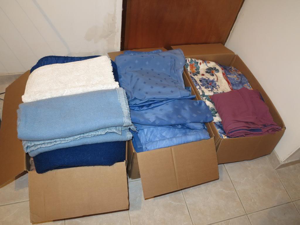 Nourriture, médicaments, jouets, couvertures et divers... IMG_3310