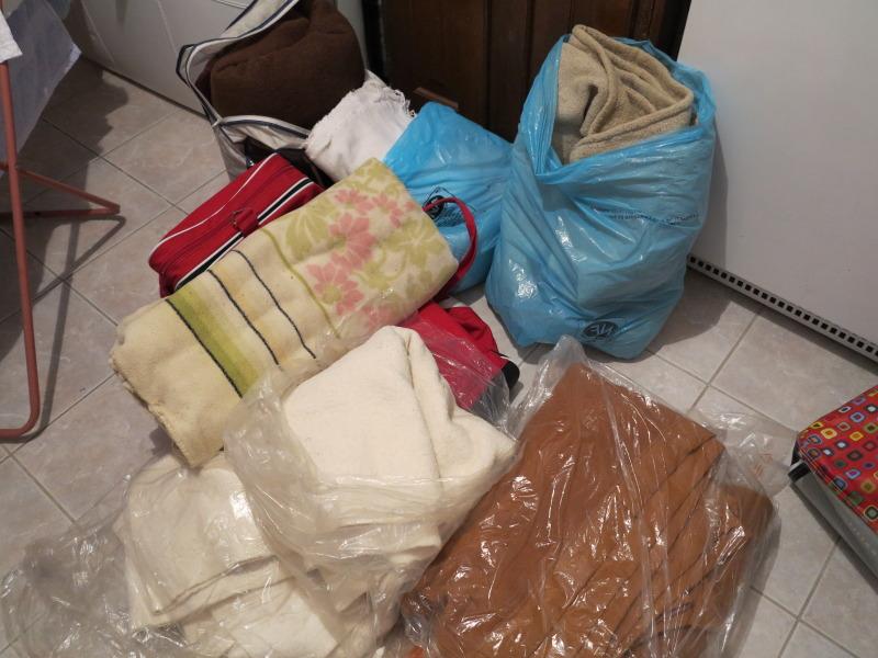 Nourriture, médicaments, jouets, couvertures et divers... IMG_2116_zps62968aaa