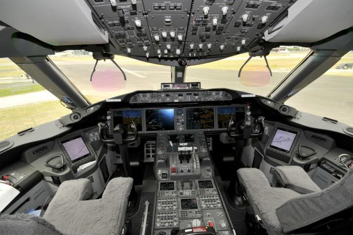 Телефоны, смартфоны, электронные гаджеты - Страница 6 Boeing787DreamlinerCockpit3