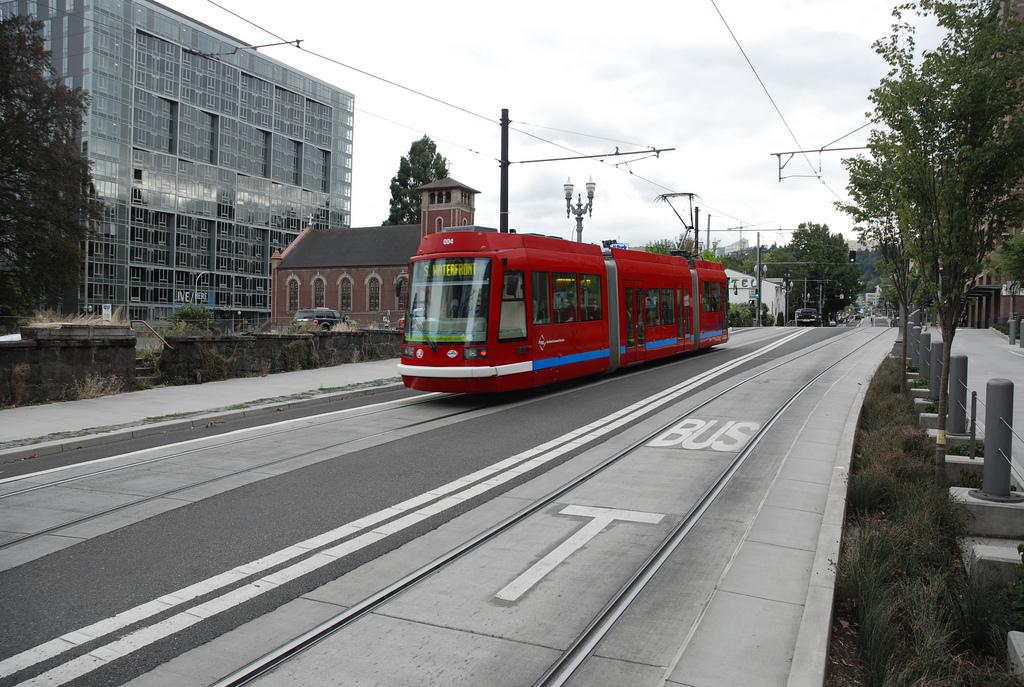 Дизайн общественного транспорта PortlandStreetcars1_zpsf72d8f90