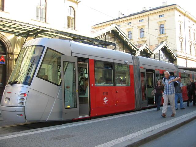 Дизайн общественного транспорта Streetcar3_zpsf78e5b20